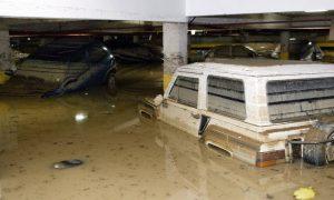 """Foto de uma garagem alagada para a pauta """"Chuva e os prejuízos no condomínio: quem paga a conta?"""" do Blog da Estasa."""