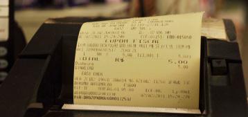 """Foto de uma nota fiscal para a pauta """"EFD-Reinf para condomínios: saiba como evitar multas"""" do Blog da Estasa."""