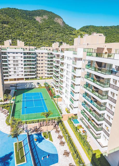 """Foto aérea de condomínio com piscina para a pauta """"eSocial - Nova etapa já está vigente para condomínios"""" do Blog da Estasa."""